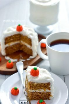 This easy Gluten Free Mini Pumpkin Layer Cake has all the warm spice and flavor you love about pumpkin cake but serves just people. Gluten Free Cakes, Gluten Free Desserts, Gluten Free Recipes, 4 Inch Cake Recipe, Desserts Ostern, Pumpkin Cake Recipes, Diet Desserts, Gluten Free Pumpkin, Cake Servings