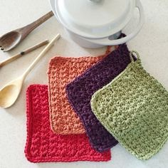 Learn the crochet star stitch by making these useful and pretty autumnal potholders for your kitchen: a step by step tutorial. Crochet Throw Pattern, Fingerless Gloves Crochet Pattern, Crochet Stitches Patterns, Crochet Star Stitch, Crochet Stars, Filet Crochet, Crochet Tree, Diy Crochet, Change Colors In Crochet