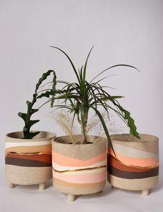Painted Plant Pots, Ceramic Plant Pots, Keramik Design, Fleurs Diy, Potted Plants, Pots For Plants, Plant Decor, Ceramic Pottery, Pottery Pots