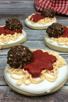 Lady and the Tramp Spaghetti Cookies - MomSkoop Crazy Cookies, Sugar Cookies, Pizza Party Birthday, 5th Birthday, Yummy Treats, Sweet Treats, Disney Inspired Food, Tolle Desserts, Disney Cookies