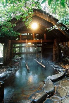 Kurokawa Onsen, Kumamoto, Japan (The bamboo bars help to stand and soak in the bath which is deeper than others.) 黒川温泉 立ち湯