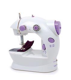 """Nähmaschine """"Profi"""". An dieser tollen Nähmaschine für Kinder ist alles echt - ein Fußpedal für den Antrieb, Schalter für Nähgeschwindigkeit, Nähen mit Unterfaden, verschiedene Spulen, Ersatznadel und, und, und! Kinder lernen an der mit Stromkabel oder 4 AA-Batterien betriebenen Maschine eine umsichtige Arbeitsweise und kreative Möglichkeiten kennen! Ob Puppenkleider reparieren oder kleine Eigenkreationen gestalten, hier werden kleine Modekünstler ihre helle Freude haben! ca. 24 x 14 x 9 cm"""