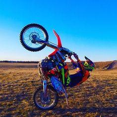 Nokka ylös ja eteenpäin #motocross #fenderdrag #fmx #thisismoto #freestylemx #fxrmoto