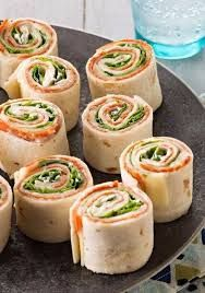 Antipasto Tortilla Appetizers – Antipasto appetizers are always a crowd-pleas. , Antipasto Tortilla Appetizers – Antipasto appetizers are always a crowd-pleaser. And these—rolled up in four tortillas—make them as fun as they are tasty. Easy To Make Appetizers, Appetizer Recipes, Antipasto Recipes, Appetizer Ideas, Snacks Für Party, Party Appetizers, Fingerfood Party, Holiday Appetizers, Kraft Recipes