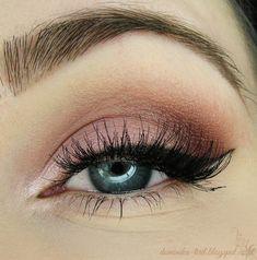 Maquillage de jour rose et cranberry