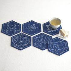 刺し子のコースター<亀甲> -- Hexagonal coasters with sashiko embroidery