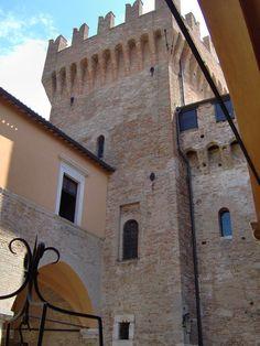 Rocca di Gradara, provincia di Pesaro-Urbino. 43°56′27.56″N 12°46′22.73″E