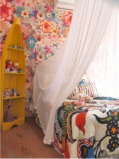 Somewhat psychedelic wallpaper :) Gypsy Boho Bohemian Bohême Ethnic Chic bedroom