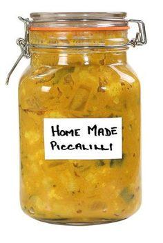 Piccalilly is een geconserveerde combinatie van groenten, azijn, mosterd en kurkuma. Lekker bij kapucijners, stamppot, op brood met kaas en bij friet. Piccalilli Recipes, Traditional Dutch Recipes, Confort Food, Sauces, Vegetarian Recipes, Healthy Recipes, Homemade Pickles, Fermented Foods, Canning Recipes