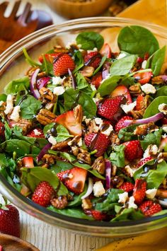 Strawberry Spinach Salad with Candied Pecans, Feta and Balsamic Vinaigrette - Cooking Classy spinach detox soup Spinach Salad Recipes, Healthy Salad Recipes, Lettuce Salad Recipes, Healthy Spring Recipes, Green Salad Recipes, Delicious Recipes, Candied Pecans For Salad, Sliced Almonds, Spinach Strawberry Salad