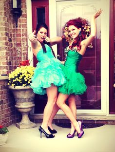 Bestfriend poses  @Lexi Pixel Lashbaugh if we ever get boyfriends to take us to prom XD