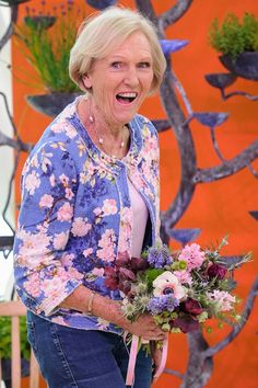 Paul Hollywood claimed that Mary Berry would be working for another 40 years. And she did nothing to dispel such quips as she put on a lively display at RHS Malvern Spring Festival on Saturday. Mary Berry Jacket, Paul Hollywood, Flower Festival, Glamour Uk, Simple Black Dress, Printed Bomber Jacket, Floral Blazer, Stylish Jackets, Domestic Goddess
