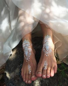 Foot Art These are our hand designed white henna style tatts. Foot Art These are our hand designed white henna style tatts. Henna Tattoo Designs, Henna Tattoos, Mehndi Designs, Henna Tattoo Muster, White Henna Tattoo, Gold Henna, Foot Tattoos, Hand Designs, White Tattoo Foot