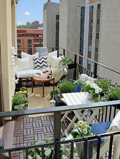 Between a balcony and a terrace there are differences, the terms are not interchangeable. Learn the difference between terrace and balcony today. Outdoor Balcony, Balcony Garden, Outdoor Rooms, Outdoor Gardens, Outdoor Living, Outdoor Decor, Balcony Ideas, Terrace Ideas, Porch Ideas