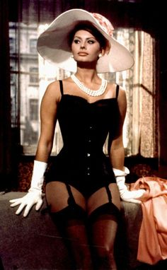 PEARL HISTORY: Sophia Loren Wearing Pearls and Lingerie #prom #necklaces