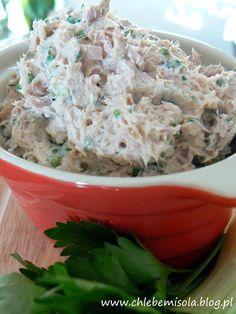 Pasta z tuńczyka z natką pietruszki i cebulą | chlebem i solą