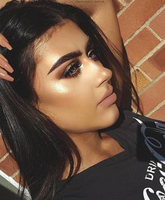 Glowing 🌞 @taylorbaker_makeup Glowing BROWS: #Dipbrow in Ebony EYES: Modern Renaissance GLOW
