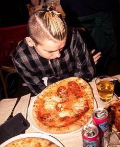 Pepperoni, Pizza, Food, Celebrities, Celebs, Essen, Meals, Yemek, Celebrity