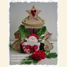 Merci Kerstboom labeldoosje. Een variant op het populaire Merci Label doosje, maar nu in Kerstboom vorm. Er passen precies vier Merci chocolaatjes naast elkaar in. Er zit een standaardje bij om hem neer te kunnen zetten.