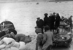 1953 - Hulp bij watersnoodramp Het Leger des Heils is bij rampen altijd in de voorste linies te vinden. Dat is ook zo bij de watersnoodramp van 1 februari, waarbij 1.835 mensen het leven verloren. Ook bij treinrampen en grote branden is het Leger ter plekke om helpers en slachtoffers bij te staan.