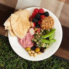This Mediterranean-inspired vegan picnic dinner features traditional fare like tabbouleh, hummus, olives and fresh fruit and vegetables. It's perfect to pack and take along or even to serve as an easy, healthy meal at home. Healthy Snacks, Healthy Eating, Healthy Recipes, Diabetic Recipes, Vegetarian Recipes, Easy Mediterranean Recipes, Mediterranean Dishes, Smoothies, Crockpot