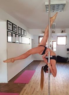 weekend when kids are gone! Pole Dance Tutorials and Inspiration. Fitness Workouts, Pole Fitness Moves, Pole Dance Moves, Pole Dancing Fitness, Dance Poses, Pole Dance Sport, Pool Dance, Pole Tricks, Belly Dancing Classes