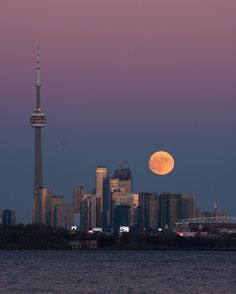 10 epic photos of yesterday's supermoon in Toronto Toronto Canada, Toronto City, Downtown Toronto, Backpacking Canada, Canada Travel, City Aesthetic, Travel Aesthetic, Nature Aesthetic, Places To Travel