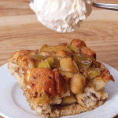 Quick Apple Pie Bake (made with Pillsbury cinnamon rolls) desserts tasty Apple Pie Bake Recipe by Tasty Low Carb Vegetarian Recipes, Cooking Recipes, Apple Recipes, Sweet Recipes, Pillsbury Cinnamon Rolls, Cinnamon Rolls With Apples, Apple Cinnamon Roll Bake, Cinnamon Pie, Breakfast Recipes