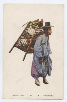 The hen peddler is carrying a two-tiered hencoop on his back known as eori (어리). The hens were usually home grown and therefore peddlers were not in a rush to sell them. 1918-1918 East Asia - Imperial Postcard Collection, Lafayette College.