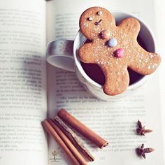 everyone loves ginger cookies and hot chicolate ~~~