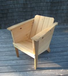 i really like this design. i would go with a deep walnut or hickory stain.