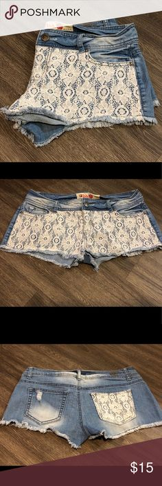 Laced Front Jean Shorts 👖Size 6 ▪️Cream laced front & back pocket ▪️Faux cut /Frayed ends ▪️Blue with light blue wash 1st Kiss Shorts Jean Shorts