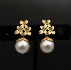 d8a6b301df9b Cutie pie pearl earring. That droplet is so gorgeous!!! Perlas Del Mar