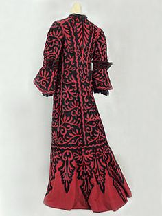 Graphic open-work wool coat, c.1890.    Oh, if only I had the time to make this!