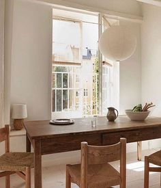 Ran over this picture yesterday and felt like I had to post it. Look at those Charlotte Perriand chairs around that big wooden table and I didn't first see it but in the left corner there is a quite rare chamotte lamp by Gunnar Nylund. It's actually one of my personal favorites when it comes to ceramic table lamps.