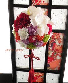 和装ボールブーケ 和のブーケ 販売・通販 Fall Bouquets, Wedding Bouquets, Style Japonais, Hanging Flowers, Bridal Flowers, Floral Arrangements, Wedding Planning, Floral Wreath, Japanese