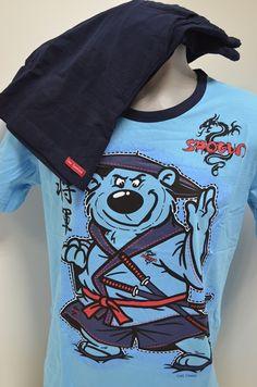 Памучна мъжка пижама в два тона синьо . Горната част е с къс ръкав в светло dbe74ea3914d7
