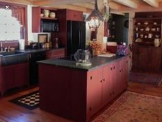Colonial kitchen Kitchen And Bath, New Kitchen, Kitchen Dining, Dining Rooms, Red Kitchen Cabinets, Primitive Kitchen, Country Primitive, Colonial Kitchen, Country Furniture