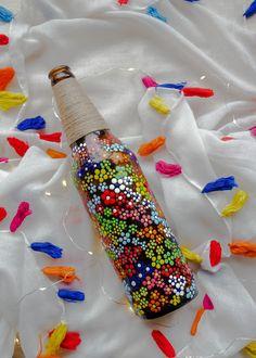Beer Bottle Crafts, Glass Bottle Crafts, Bottle Art, Painted Glass Bottles, Diy With Glass Bottles, Glass Painting Designs, Bottle Painting, Dots Design, Cut Glass