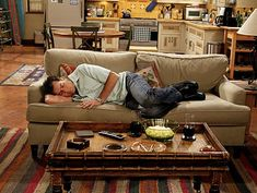 Charlie Sheen in Two and a Half Men Two And Half Men, Half Man, Sheen Family, Men Tv, Charlie Sheen, Cozy Living Rooms, Living Room Designs, House Design, Couch