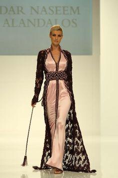 Dar Naseem AlAndalos - West Riffa, Kingdom of Bahrain - Dar Naseem AlAndalos is a brand by Bahraini designer Hayaa AlFadhel and her mother Nabila AlAissaoui. Oriental Dress, Oriental Fashion, Arab Fashion, Islamic Fashion, Arabic Dress, Mode Abaya, Moroccan Caftan, Caftan Dress, Mode Style