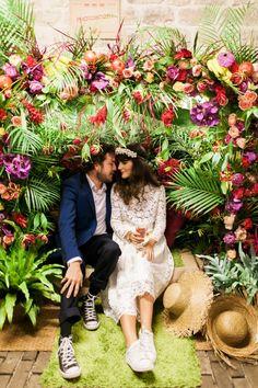 Un photobooth tropical pour le Andy Festival d'Un Beau Jour Garden Wedding, Boho Wedding, Wedding Flowers, Dream Wedding, Wedding Day, Decor Photobooth, Photo Booth Backdrop, Wedding Themes, Wedding Decorations