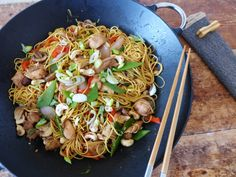 Chicken Chow Mein, Asian Recipes, Ethnic Recipes, Rice Noodles, Chow Chow, Stir Fry, Pasta Salad, Fries, Veggies