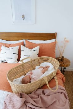 What do I need for my newborn? I have put together my newborn essentials list of the things we've actually been using these last three months. Newborn Essentials List, Baby Essential List, Baby Arrival, Pregnant Mom, Trendy Baby, Baby Sleep, Baby Fever, Future Baby, Bassinet