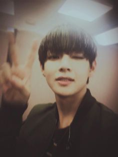 "BTS tweet - V (selca) 150507 -- 사랑합니다~ 다들 -- [TRANS] ""I love you~ all of you"" -- cr: ARMYBASESUBS @BTS_ABS"