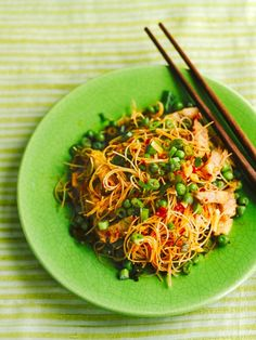 This fragrant Asian pork fried noodles recipe from Jamie Oliver is a great way to use up leftover cooked pork and a delicious flavourful main meal. Quick Recipes, Egg Recipes, Pork Recipes, Asian Recipes, Cooking Recipes, Healthy Recipes, Ethnic Recipes, Amazing Recipes, Fried Noodles Recipe