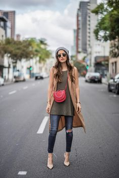 The perfect fall vest my style inspiration мода Chic Winter Outfits, Casual Outfits, Fall Vest, Hipster Fashion, Colourful Outfits, Autumn Winter Fashion, Casual Looks, Vogue, Clothes For Women