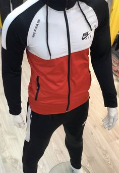 Mens Sweat Suits, Mens Tracksuit Set, How To Wear Sweatpants, Moda Nike, Nike Clothes Mens, Track Suit Men, Casual Wear For Men, Cool Jackets, Nike Outfits
