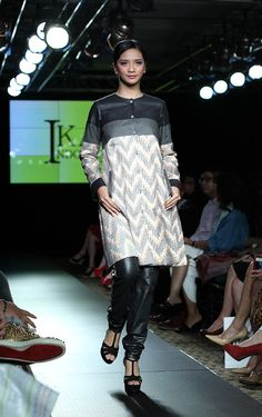 PIFW 2013 # IKAT Indonesia by Didiet Maulana, Spring/Summer 2013 Collection 1 Indonesia Fashion Week, Lace Skirt, Sequin Skirt, Asian Fabric, Blouse Dress, Kebaya, Ikat, Hijab Fashion, Pretty Dresses