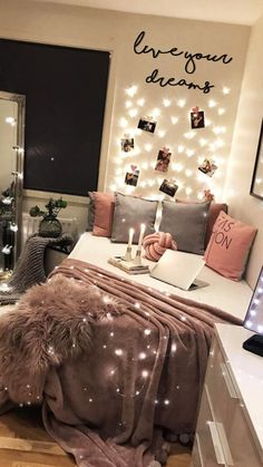 Live Your Dreams Dekoratif Metal Tablo Cute Bedroom Decor, Bedroom Decor For Teen Girls, Room Design Bedroom, Teen Room Decor, Room Ideas Bedroom, Home Room Design, Small Room Bedroom, Small Girls Bedrooms, Teen Girl Rooms